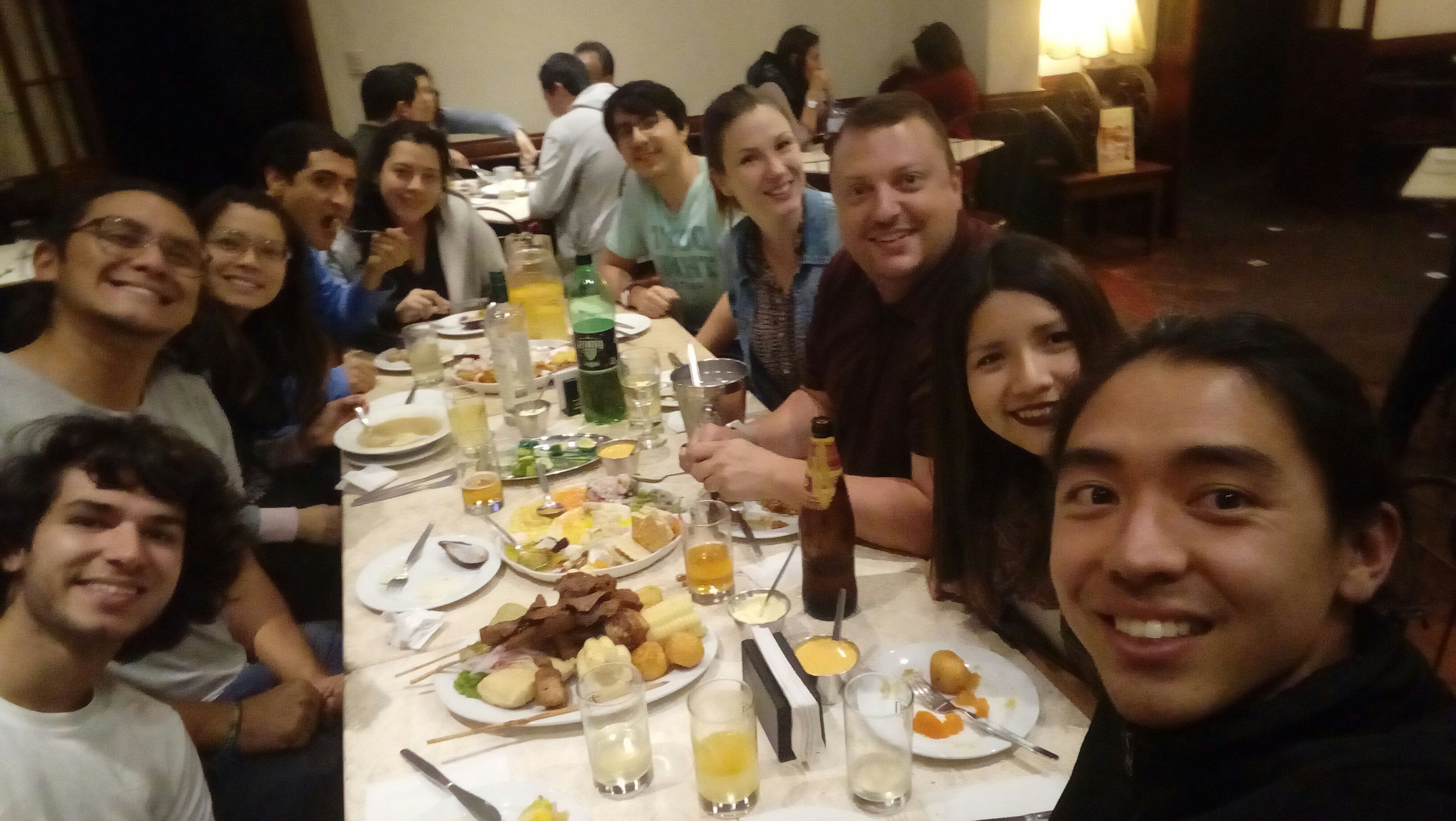The Compadre team having dinner with Jeremy and Bianca in their first night in Peru.