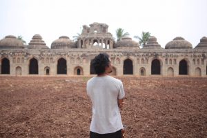 Carlo explores the incredible sights of India.