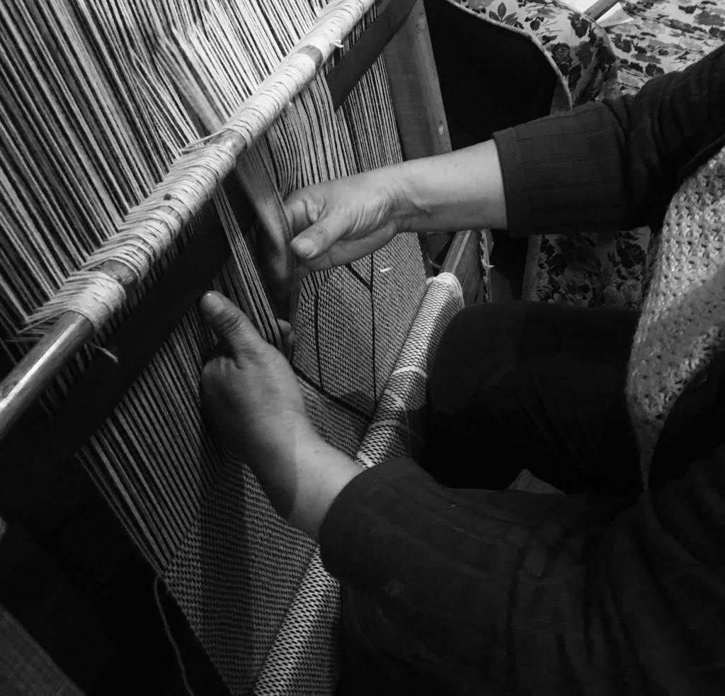 VOZ artisan using hand-loom to weave
